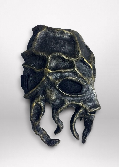 Right side of mask. The asymmetry of the teeth is apparent.