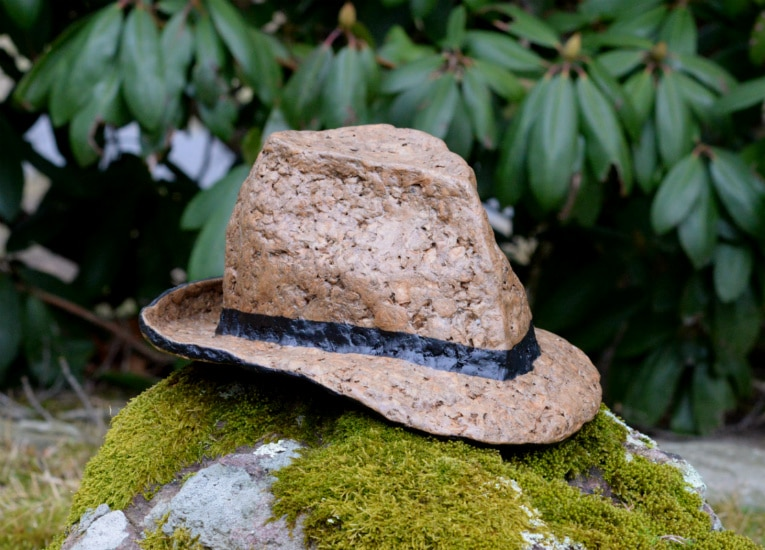 Right angle view of fedora.